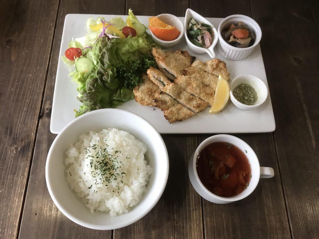 地鶏のささみパン粉焼き1200円(税込み)   前菜・ライス・スープ付き
