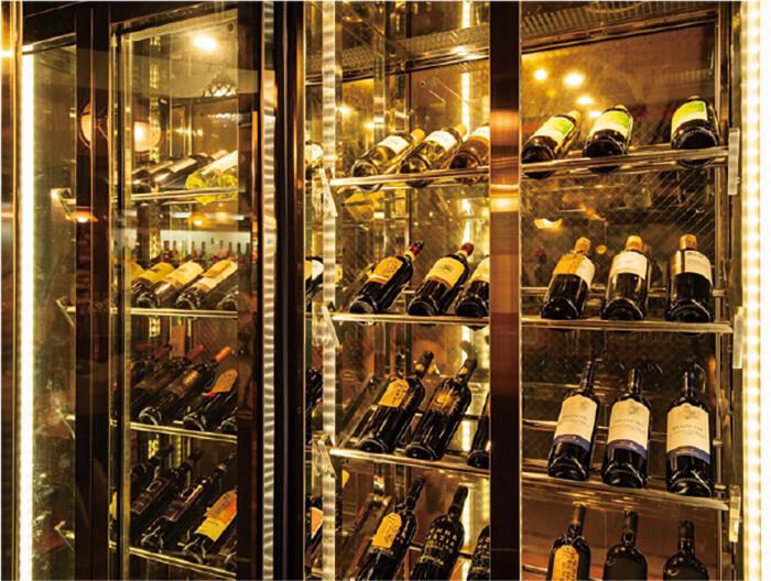 蔵出しワインビュッフェ1時間1,000円(税別) ワインセラーから自由に選んで飲み放題が満喫できる!