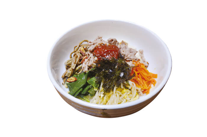 プルコギビビンバ丼 薬膳キムチソースのせ 935円(税込):スープ付き
