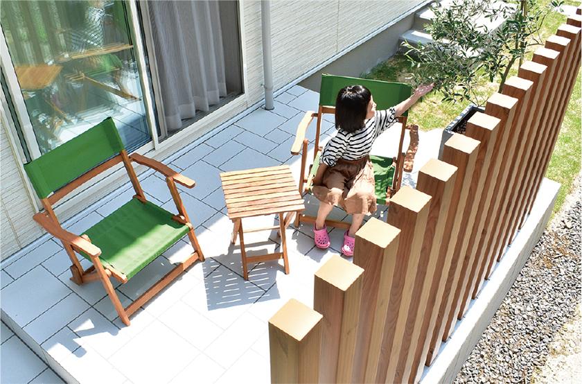 タイルテラスは家族の憩いの場として人気。お手入れも簡単でオススメです。